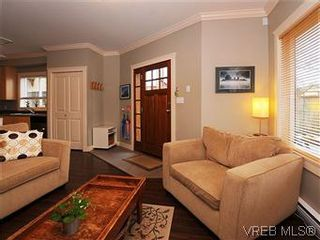 Photo 4: 5 2310 Wark St in VICTORIA: Vi Central Park Row/Townhouse for sale (Victoria)  : MLS®# 567630