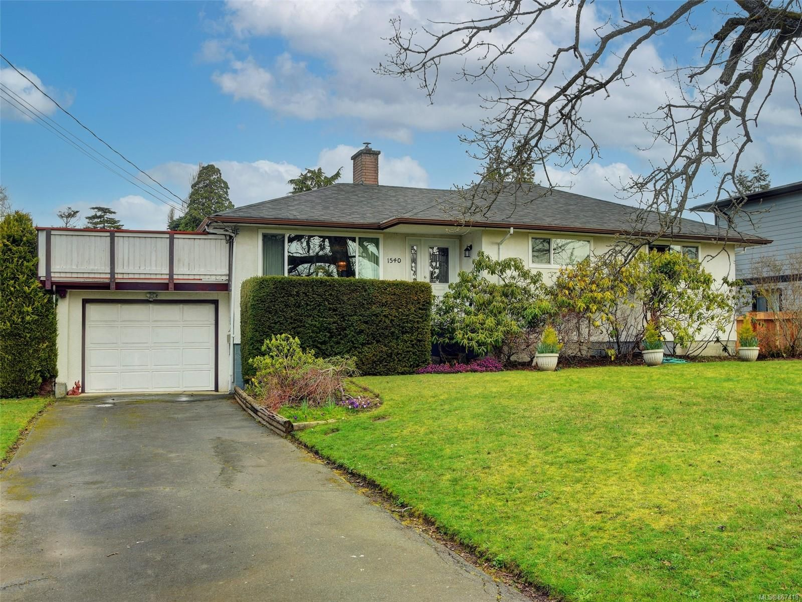 Main Photo: 1540 MCRae Ave in : SE Camosun House for sale (Saanich East)  : MLS®# 867418