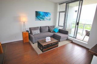 """Photo 3: 2003 280 ROSS Drive in New Westminster: Fraserview NW Condo for sale in """"THE CARLYLE"""" : MLS®# R2278422"""