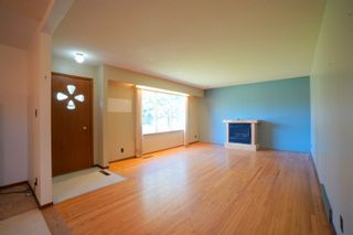 Photo 2: 82 Grafton St in Macgregor: House for sale : MLS®# 202123024