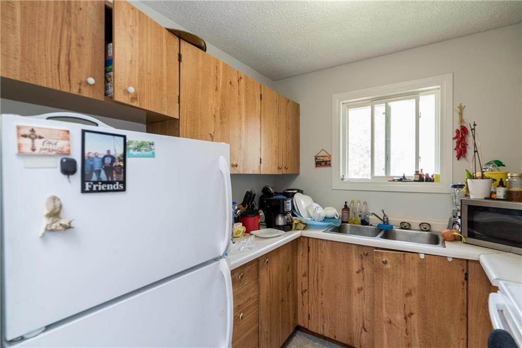 Photo 11: Photos: 1796 Jefferson Avenue in Winnipeg: Mandalay West Residential for sale (4H)  : MLS®# 202111323