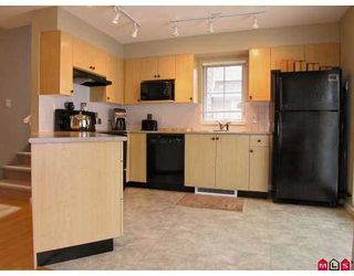 """Photo 2: 67 20760 DUNCAN WY in Langley: Langley City Townhouse for sale in """"Wyndham Lane"""" : MLS®# F2618219"""