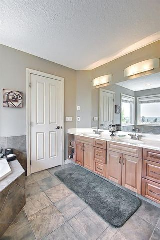 Photo 21: 17 Simcrest Manor SW in Calgary: Signal Hill Detached for sale : MLS®# A1128718