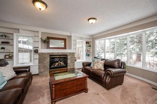 Photo 5: 704 Willingdon Boulevard SE in Calgary: Willow Park Detached for sale : MLS®# A1070574