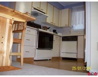 """Photo 4: 122 10091 156TH Street in Surrey: Guildford Townhouse for sale in """"GUILDFORD PARK ESTATES"""" (North Surrey)  : MLS®# F2802310"""