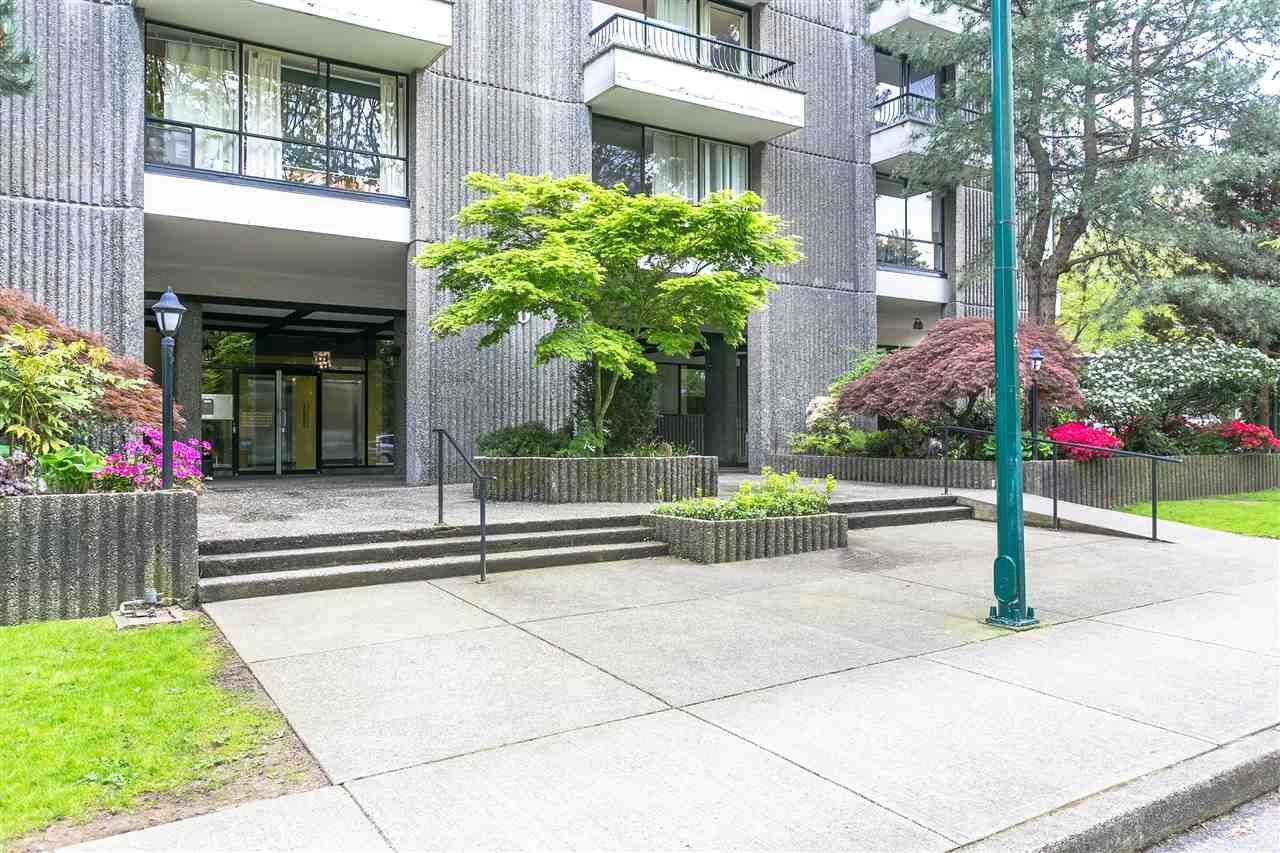 "Main Photo: 102 2370 W 2ND Avenue in Vancouver: Kitsilano Condo for sale in ""CENTURY HOUSE"" (Vancouver West)  : MLS(r) # R2190859"