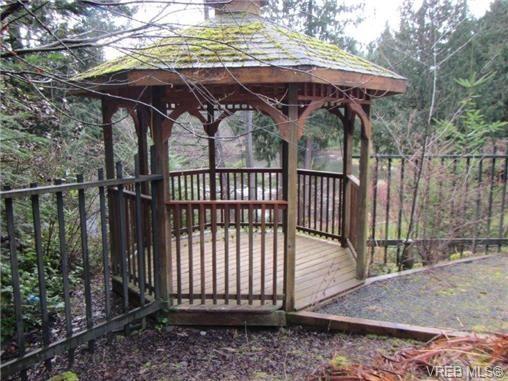 Photo 11: Photos: 725 Martlett Dr in VICTORIA: Hi Western Highlands House for sale (Highlands)  : MLS®# 662045
