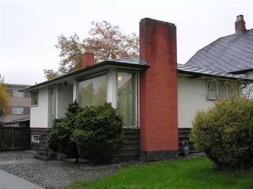 Main Photo: 304 NANAIMO Street N in Vancouver East: Home for sale : MLS®# V927160