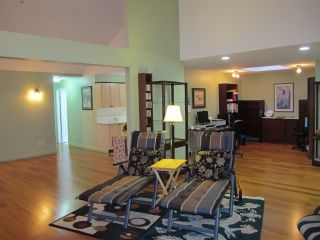 """Photo 3: 405 19131 FORD Road in Pitt Meadows: Central Meadows Condo for sale in """"WOODFORD MANOR"""" : MLS®# R2123164"""