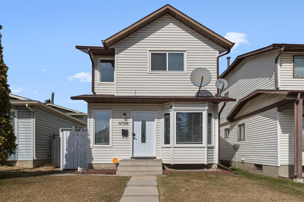 Main Photo: 6728 43 Avenue NE in Calgary: Temple Detached for sale : MLS®# A1092805