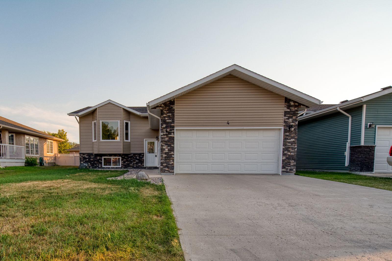 Main Photo: 4 Kelly K Street in Portage la Prairie: House for sale : MLS®# 202107921