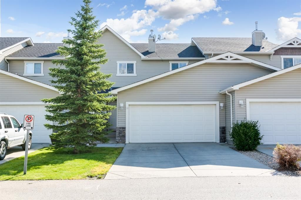 Main Photo: 58 Arbours Circle NW: Langdon Row/Townhouse for sale : MLS®# A1137898
