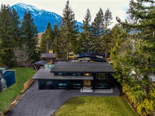Main Photo: 40361 SKYLINE Drive in Squamish: Garibaldi Highlands House for sale : MLS®# R2545213