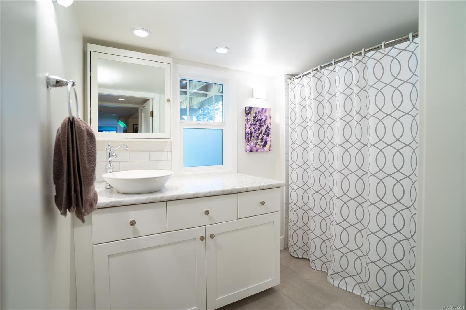 Photo 25: Photos: 2363 Pacific Ave in : OB Estevan House for sale (Oak Bay)  : MLS®# 852251