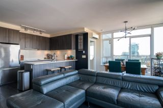 """Photo 6: 2002 668 COLUMBIA Street in New Westminster: Downtown NW Condo for sale in """"Trapp + Holbrook"""" : MLS®# R2419627"""