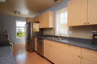 Photo 2: 3 2563 Millstream Rd in VICTORIA: La Mill Hill Row/Townhouse for sale (Langford)  : MLS®# 792182