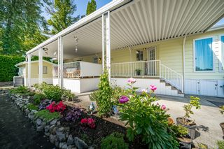 """Photo 4: 2 13507 81 Avenue in Surrey: Queen Mary Park Surrey Manufactured Home for sale in """"Park Boulevard Estates"""" : MLS®# R2460822"""