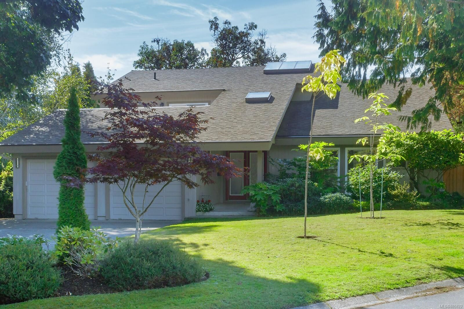 Main Photo: 2315 Greenlands Rd in : SE Arbutus House for sale (Saanich East)  : MLS®# 885822