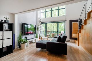 """Photo 6: 518 22 E CORDOVA Street in Vancouver: Downtown VE Condo for sale in """"Van Horne"""" (Vancouver East)  : MLS®# R2600370"""