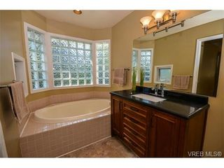 Photo 10: 121 Rockcliffe Pl in VICTORIA: La Thetis Heights House for sale (Langford)  : MLS®# 734804