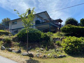 "Photo 2: 4750 WHITAKER Road in Sechelt: Sechelt District House for sale in ""DAVIS BAY"" (Sunshine Coast)  : MLS®# R2476766"