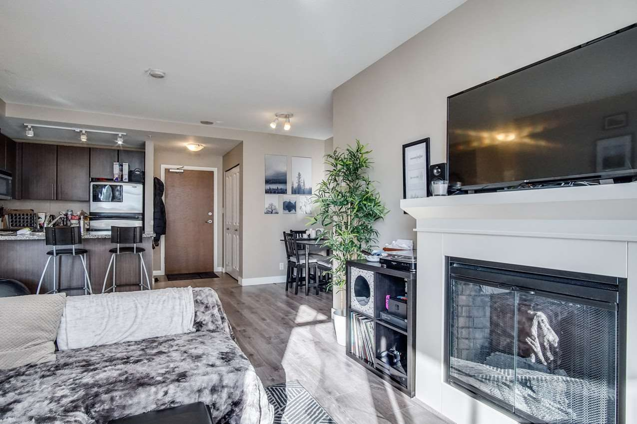 "Main Photo: 1509 892 CARNARVON Street in New Westminster: Downtown NW Condo for sale in ""Azure Li"" : MLS®# R2491135"