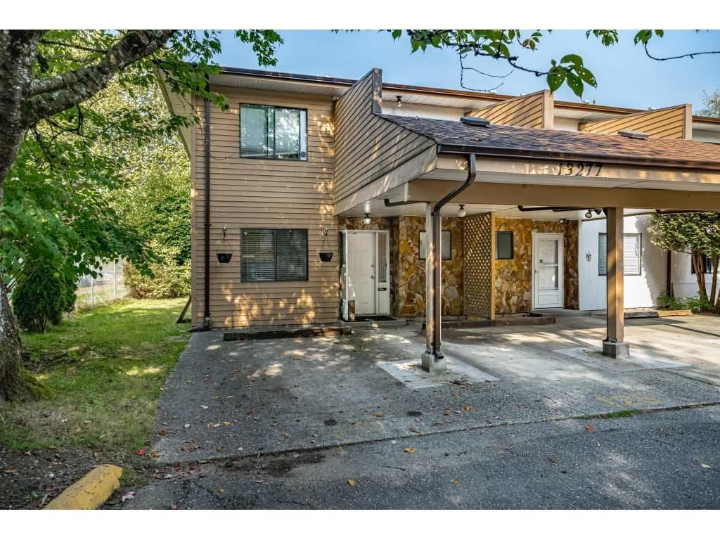 "Main Photo: 13277 71B Avenue in Surrey: West Newton Townhouse for sale in ""Sun Creek"" : MLS®# R2503232"