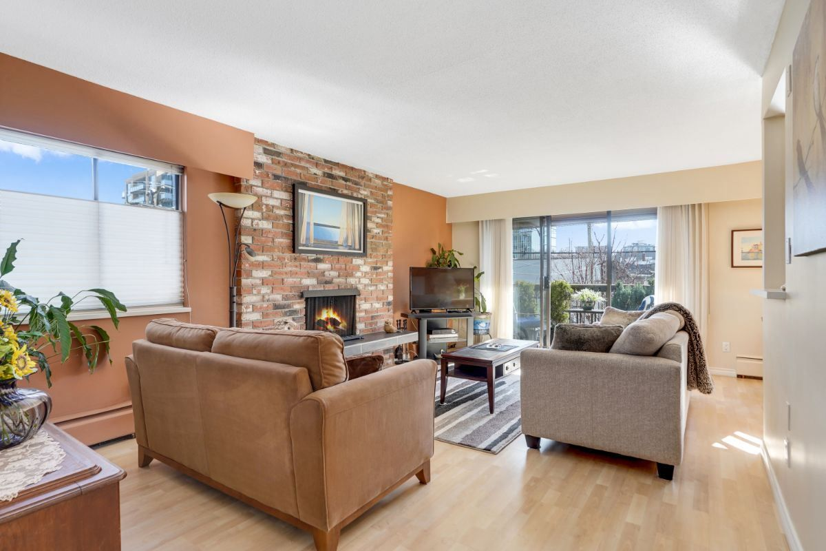 Main Photo: 204 1825 W 8TH AVENUE in Vancouver: Kitsilano Condo for sale (Vancouver West)  : MLS®# R2549669