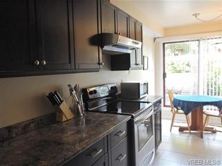 Photo 7: 109 545 Manchester Rd in VICTORIA: Vi Burnside Condo for sale (Victoria)  : MLS®# 672377
