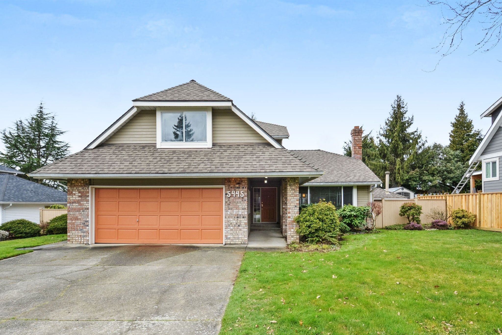 """Main Photo: 5445 185 Street in Surrey: Cloverdale BC House for sale in """"HUNTER PARK"""" (Cloverdale)  : MLS®# R2243893"""