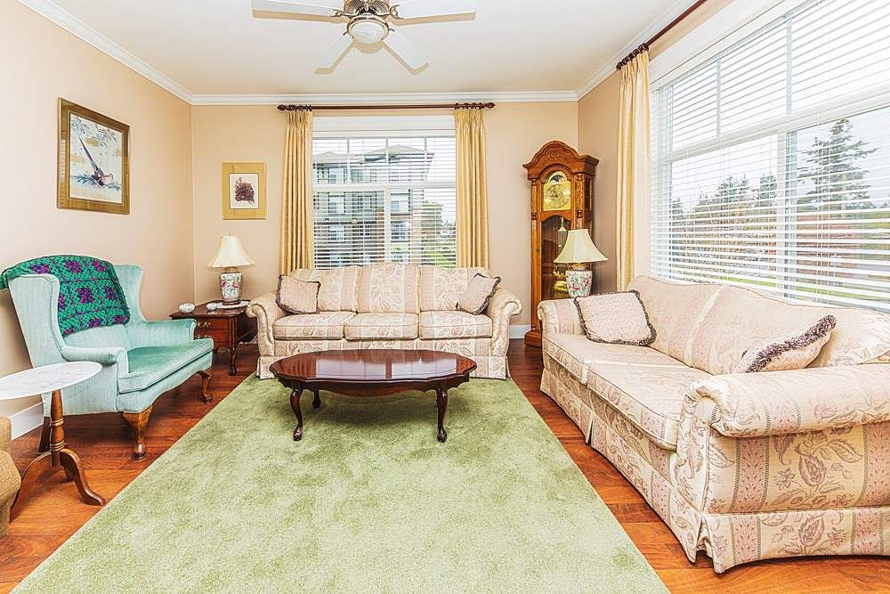 Photo 3: Photos: 211 33338 MAYFAIR Avenue in Abbotsford: Central Abbotsford Condo for sale : MLS®# R2327963