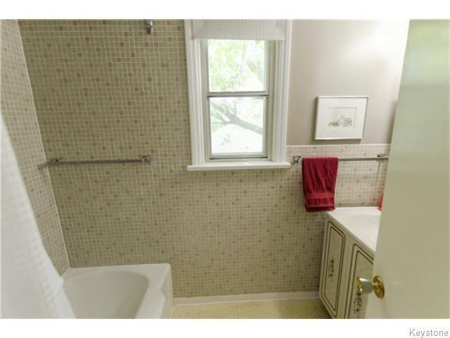 Photo 9: Photos: 583 Montrose Street in Winnipeg: River Heights / Tuxedo / Linden Woods Residential for sale (South Winnipeg)  : MLS®# 1620813