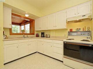 Photo 7: 2084 Neil St in VICTORIA: OB Henderson House for sale (Oak Bay)  : MLS®# 793053