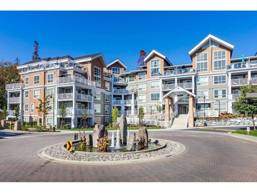 """Main Photo: 303 6490 194 Street in Surrey: Cloverdale BC Condo for sale in """"WATERSTONE"""" (Cloverdale)  : MLS®# R2489141"""