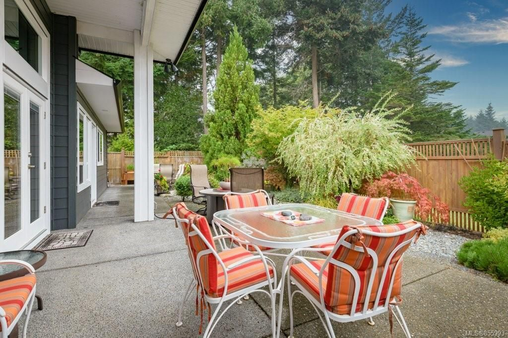 Photo 9: Photos: 1258 Potter Pl in : CV Comox (Town of) House for sale (Comox Valley)  : MLS®# 855993