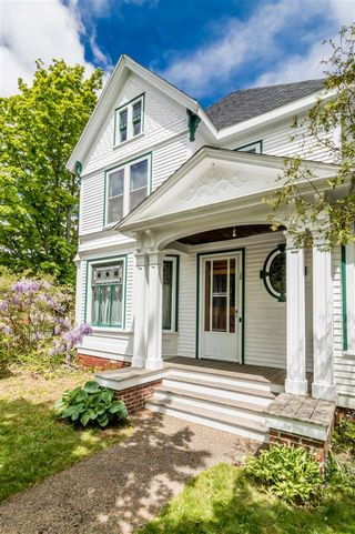 Photo 3: 20 Acadia Street in Wolfville: 404-Kings County Residential for sale (Annapolis Valley)  : MLS®# 202011552