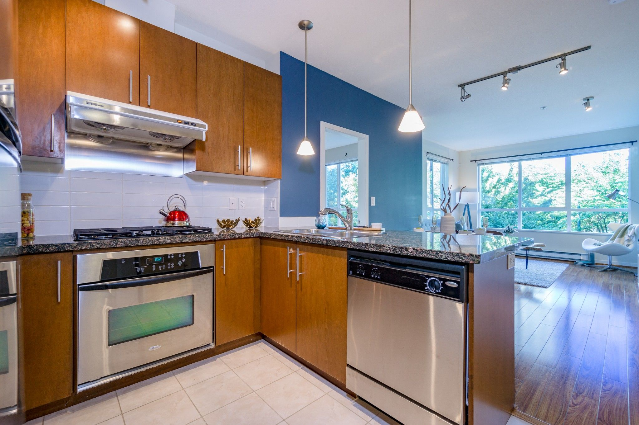 Photo 10: Photos: 208 3551 FOSTER Avenue in Vancouver: Collingwood VE Condo for sale (Vancouver East)  : MLS®# R2291555