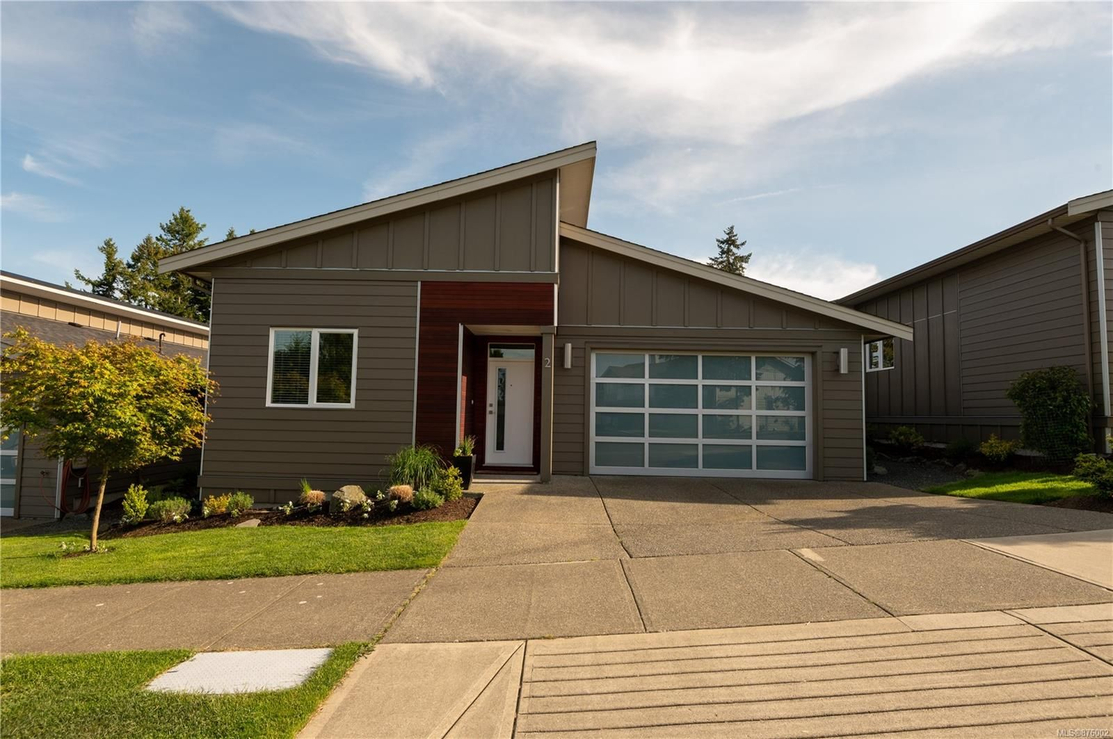 Main Photo: 2 325 Niluht Rd in : CR Campbell River Central Row/Townhouse for sale (Campbell River)  : MLS®# 876002