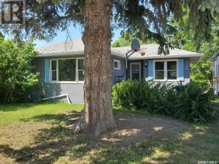Photo 2: 744 20th ST W in Prince Albert: House for sale : MLS®# SK860044