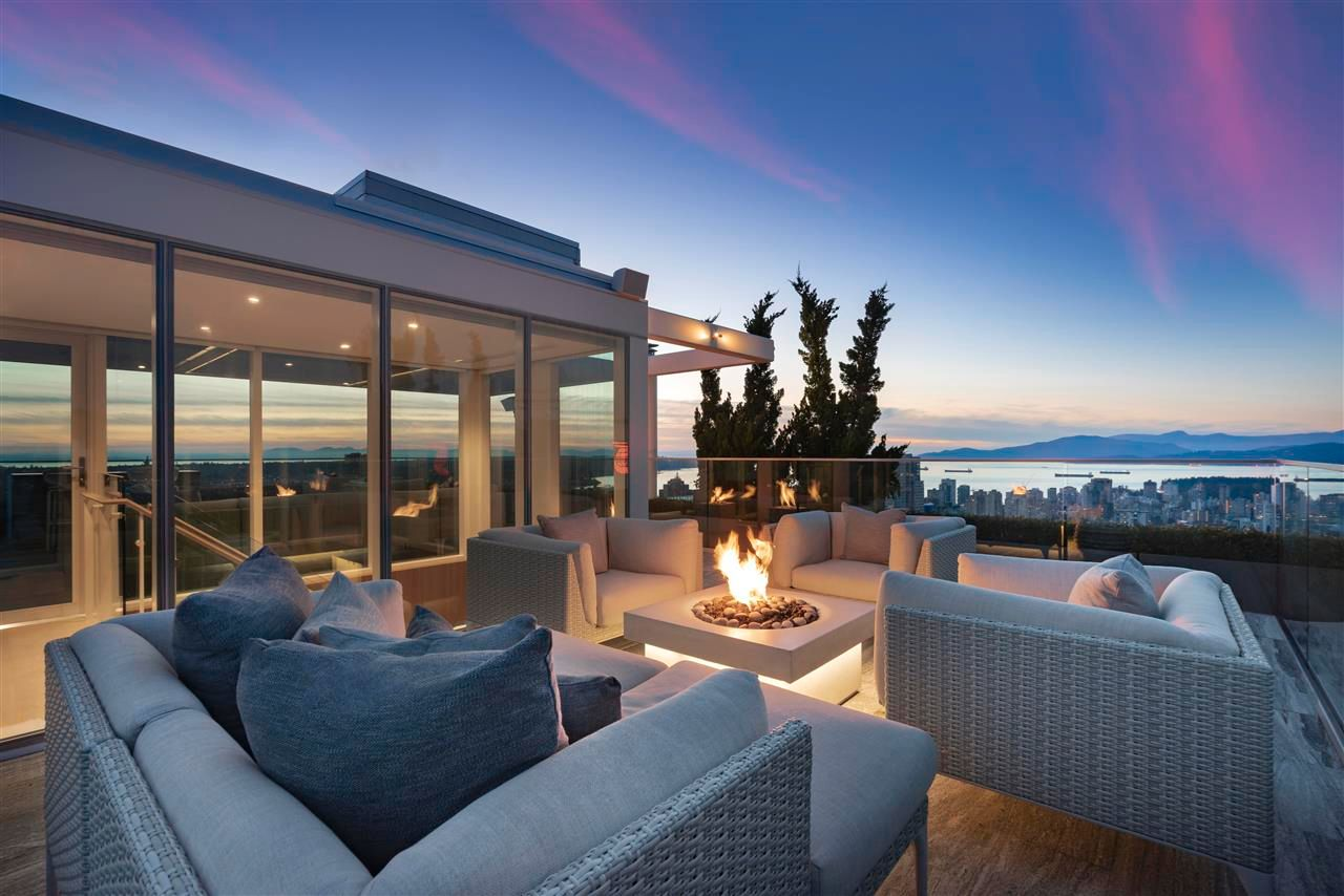 """Main Photo: PH3 777 RICHARDS Street in Vancouver: Downtown VW Condo for sale in """"Telus Garden"""" (Vancouver West)  : MLS®# R2589963"""