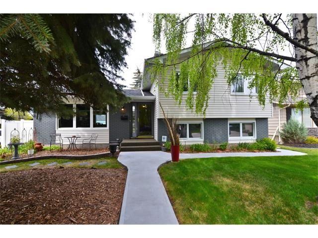 Main Photo: 131 LAKE CRIMSON Close SE in Calgary: Lake Bonavista House for sale : MLS®# C4064324