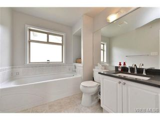 Photo 14: 24 127 Aldersmith Pl in VICTORIA: VR Glentana Row/Townhouse for sale (View Royal)  : MLS®# 738136