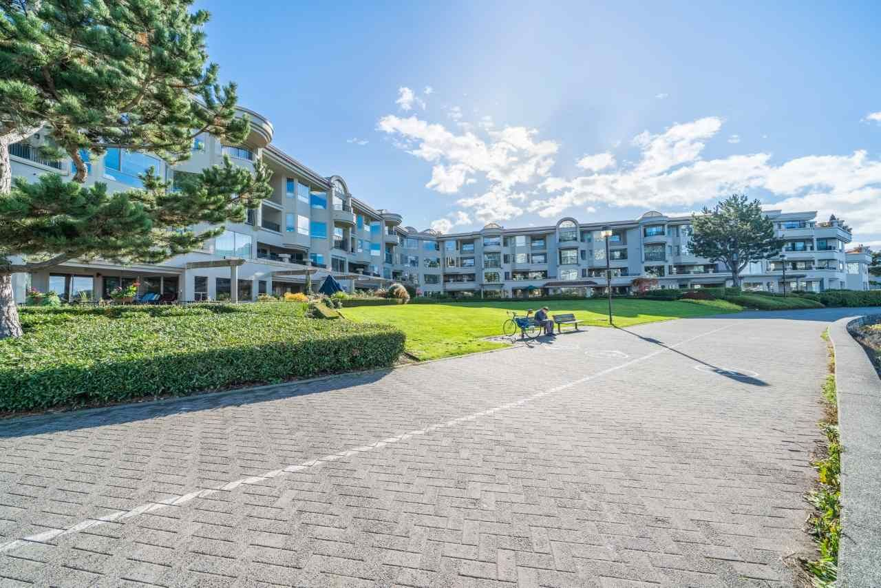 "Main Photo: 205 1859 SPYGLASS Place in Vancouver: False Creek Condo for sale in ""Venice Court-San Remo"" (Vancouver West)  : MLS®# R2514140"