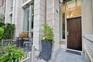 """Photo 3: 1057 RICHARDS Street in Vancouver: Downtown VW Townhouse for sale in """"THE DONOVAN"""" (Vancouver West)  : MLS®# R2623044"""