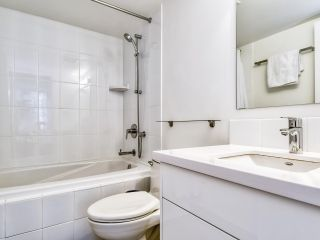 """Photo 12: 1002 1238 MELVILLE Street in Vancouver: Coal Harbour Condo for sale in """"Pointe Claire"""" (Vancouver West)  : MLS®# R2416117"""