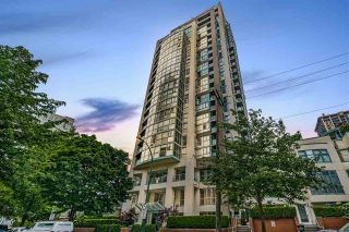 "Photo 1: 1502 907 BEACH Avenue in Vancouver: Yaletown Condo for sale in ""CORAL COURT"" (Vancouver West)  : MLS®# R2457774"