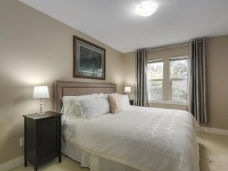 "Photo 15: 229 E QUEENS Road in North Vancouver: Upper Lonsdale Townhouse for sale in ""QUEENS COURT"" : MLS®# R2362718"