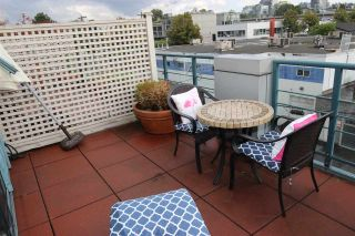 """Photo 10: 314 1630 W 1ST Avenue in Vancouver: False Creek Condo for sale in """"THE GALLERIA"""" (Vancouver West)  : MLS®# R2404590"""