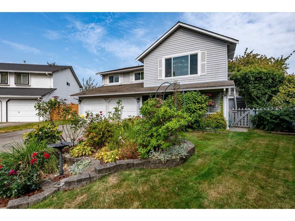 Main Photo: 18365 63A Avenue in Surrey: Cloverdale BC House for sale (Cloverdale)  : MLS®# R2499218