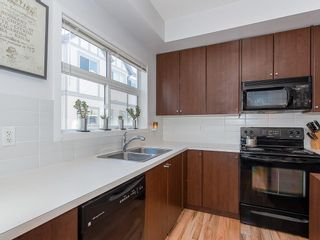 Photo 3: 31 300 EVANSCREEK Court NW in Calgary: Evanston Row/Townhouse for sale : MLS®# C4226867
